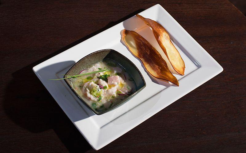 Ceviche de camarão e peixe vermelho com leche de tigre de mexerica