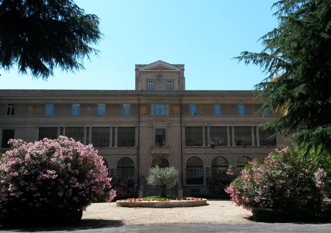 A escola brasileira que forma cardeais em Roma