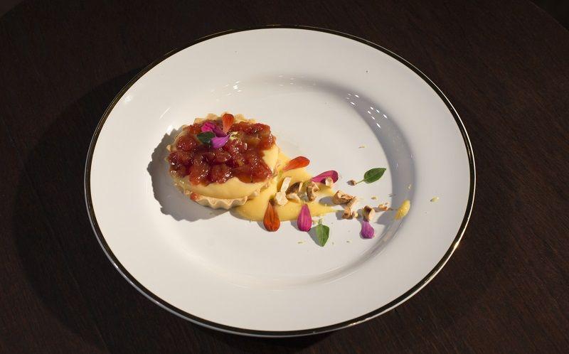 Tartelete de tomate e manjericão