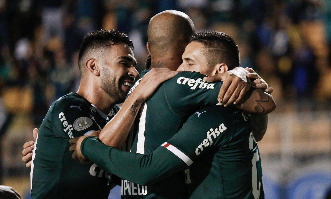 Palmeiras goleia Santos e se torna líder isolado do Brasileiro