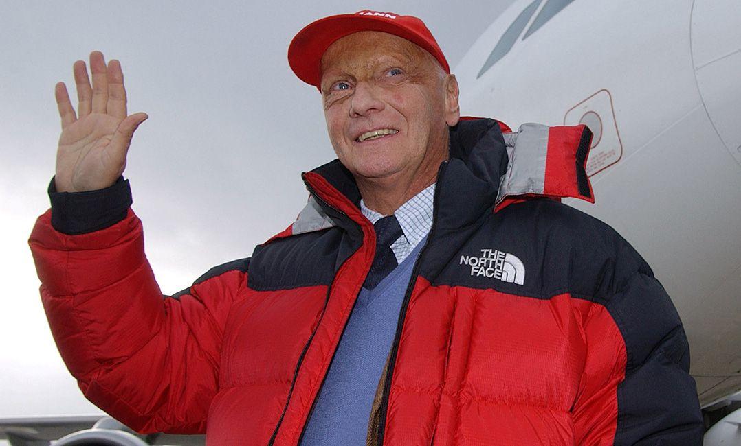 F-1 terá boné vermelho e minuto de silêncio em homenagem a Lauda
