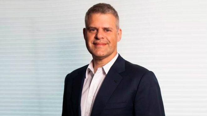 Eduardo Oinegue é âncora do Jornal da Band / Divulgação