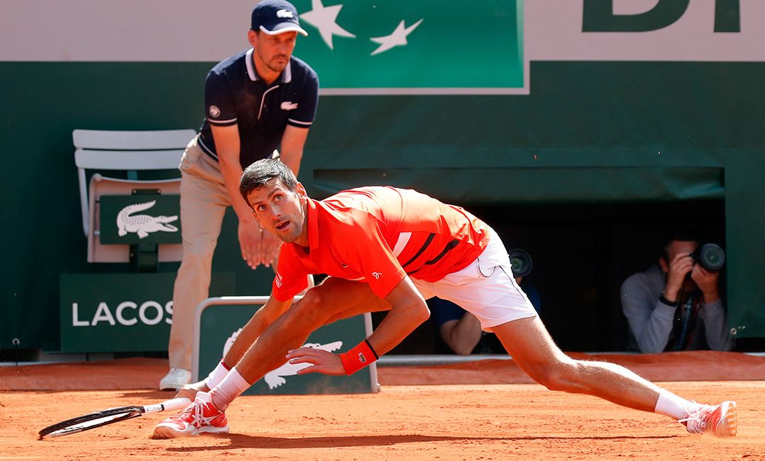 Djokovic sobra contra Zverev e pega Thiem na semifinal