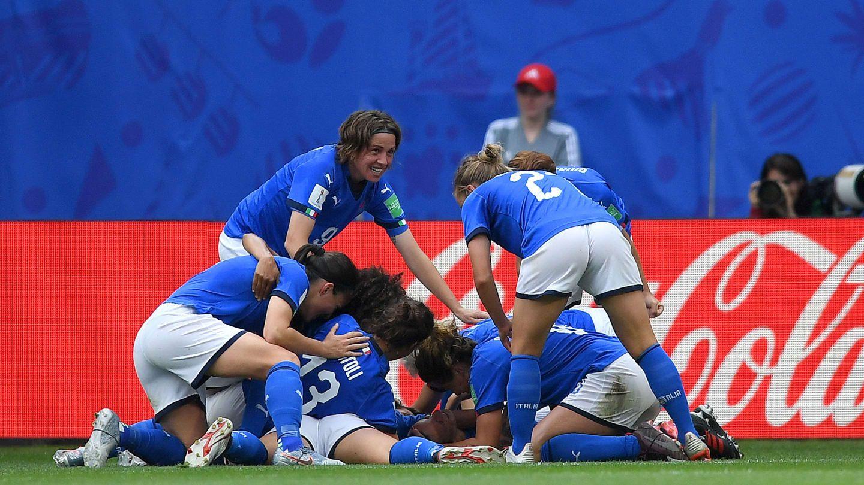 Time da Itália comemorando gol / Divulgação / FIFA