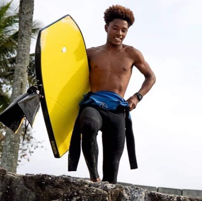 Bombeiros ainda não conseguiram localizar surfista desaparecido