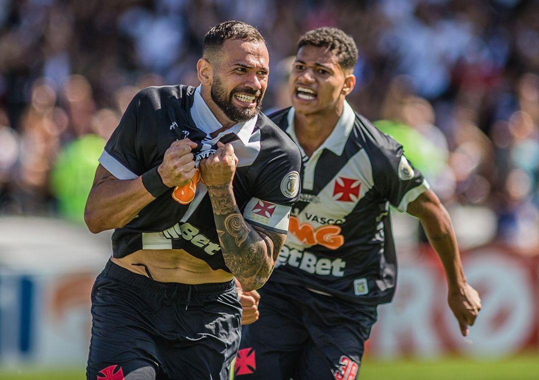 Castán comemora o gol que deu início à reação do Vasco / Magalhães Jr./O Fotográfico/Estadão Conteúdo