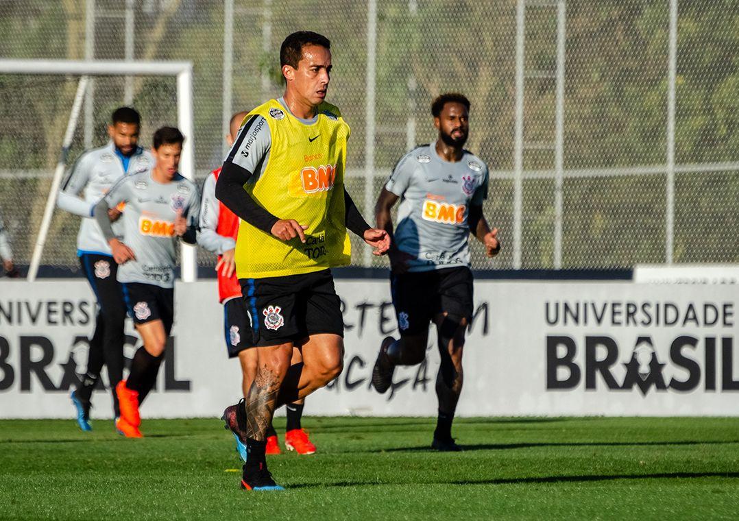 Jadson deve ser opção no banco de reservas / Gero Rodrigues/O Fotográfico/Estadão Conteúdo