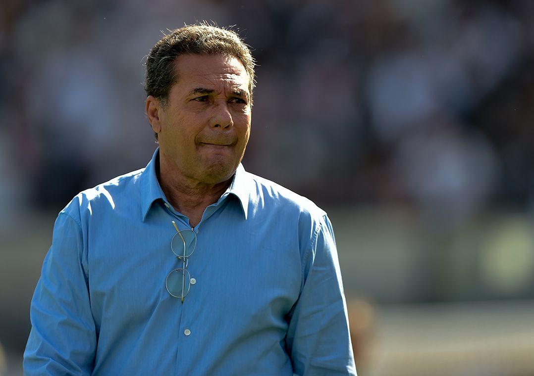 Luxemburgo comemorou o desempenho do time na vitória deste sábado / Thiago Ribeiro/Agif/Estadão Conteúdo