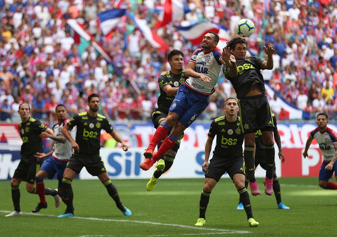 Resultado de imagem para Com três gols de Gilberto, Bahia vence o Flamengo