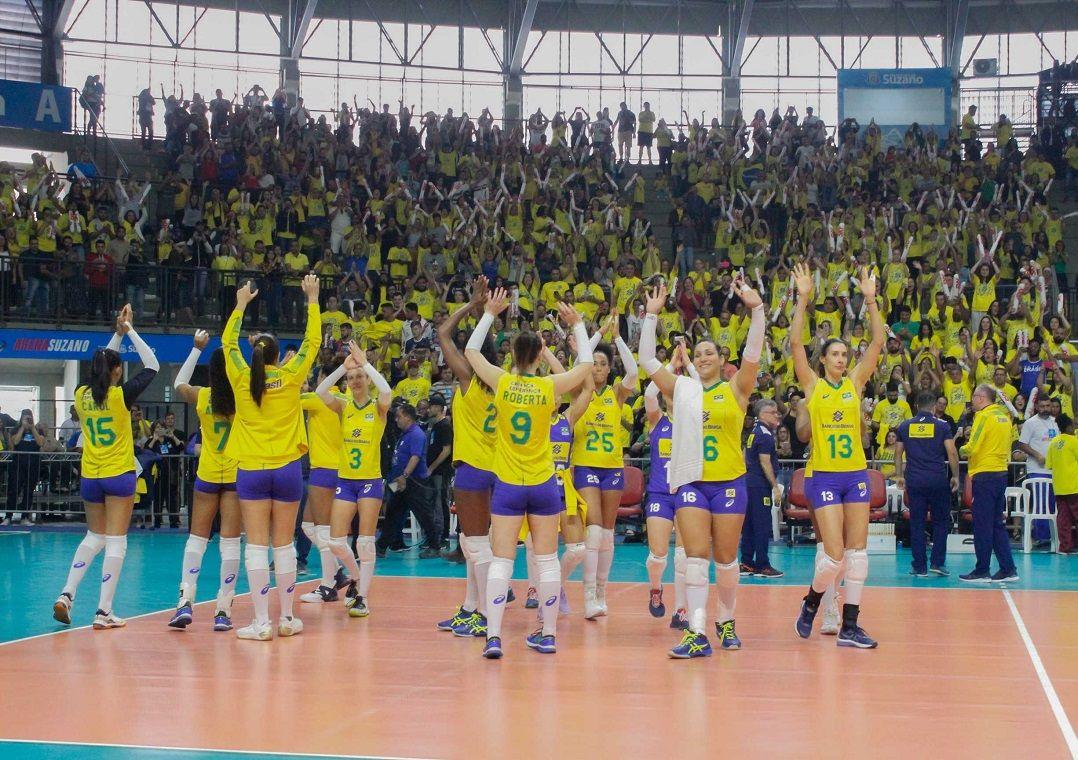Com retorno de veteranas, seleção do vôlei feminino vence Argentina