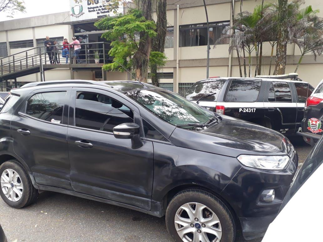 Idoso é flagrado com mais de 60 placas em carro clonado em Taubaté