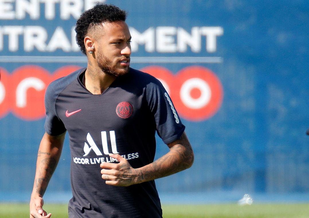 Após caso Neymar, clubes se preocupam com atletas nas redes sociais