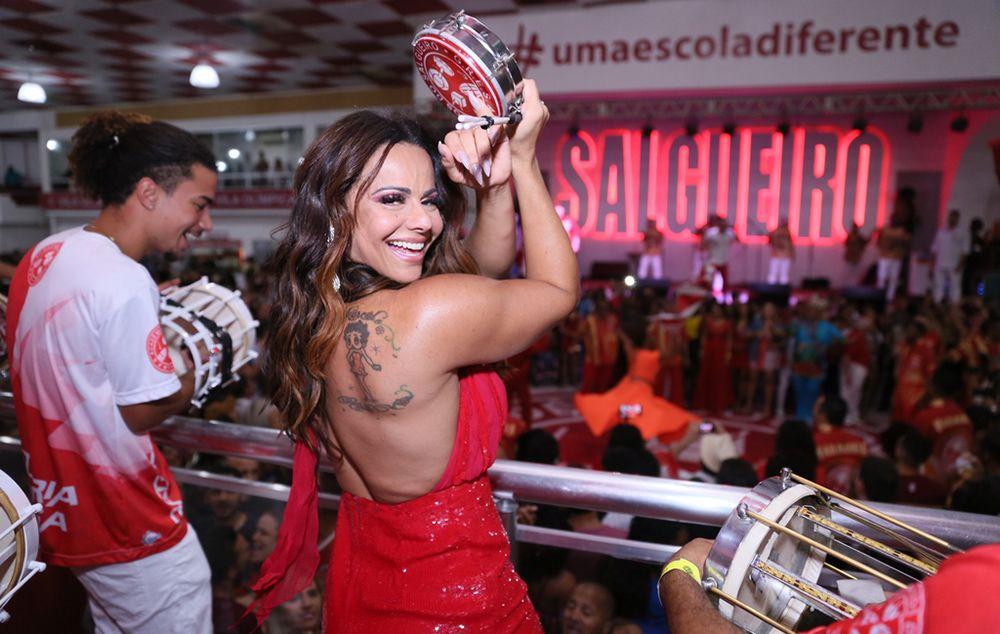 Viviane Araújo arrasa em ensaio de quadra do Salgueiro