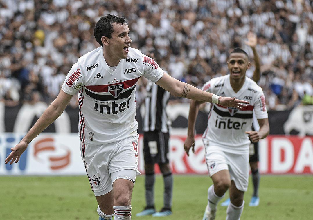 Com gol nos acréscimos, São Paulo bate o Botafogo e encerra jejum