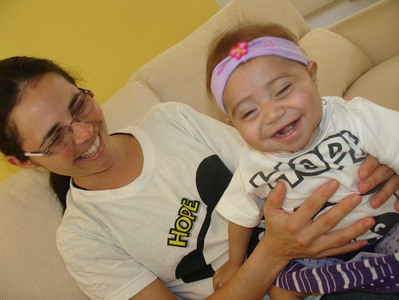 Após transplante, Rayssa aparece sorridente para a felicidade da mãe