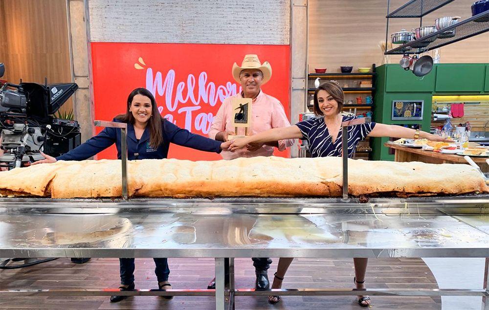 Melhor da Tarde quebra recorde e faz maior pastel do Brasil