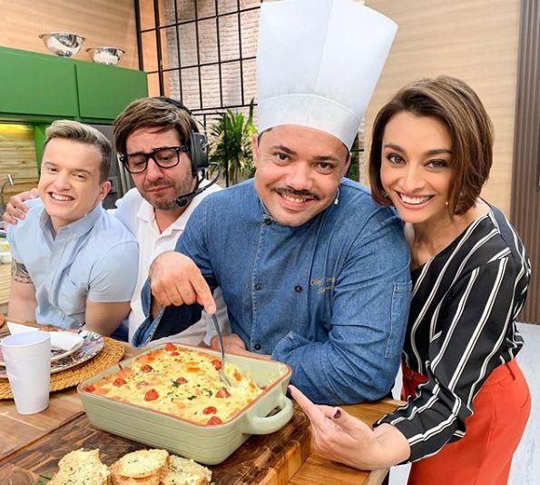 Chef Chiquinho com o elenco / Divulgação