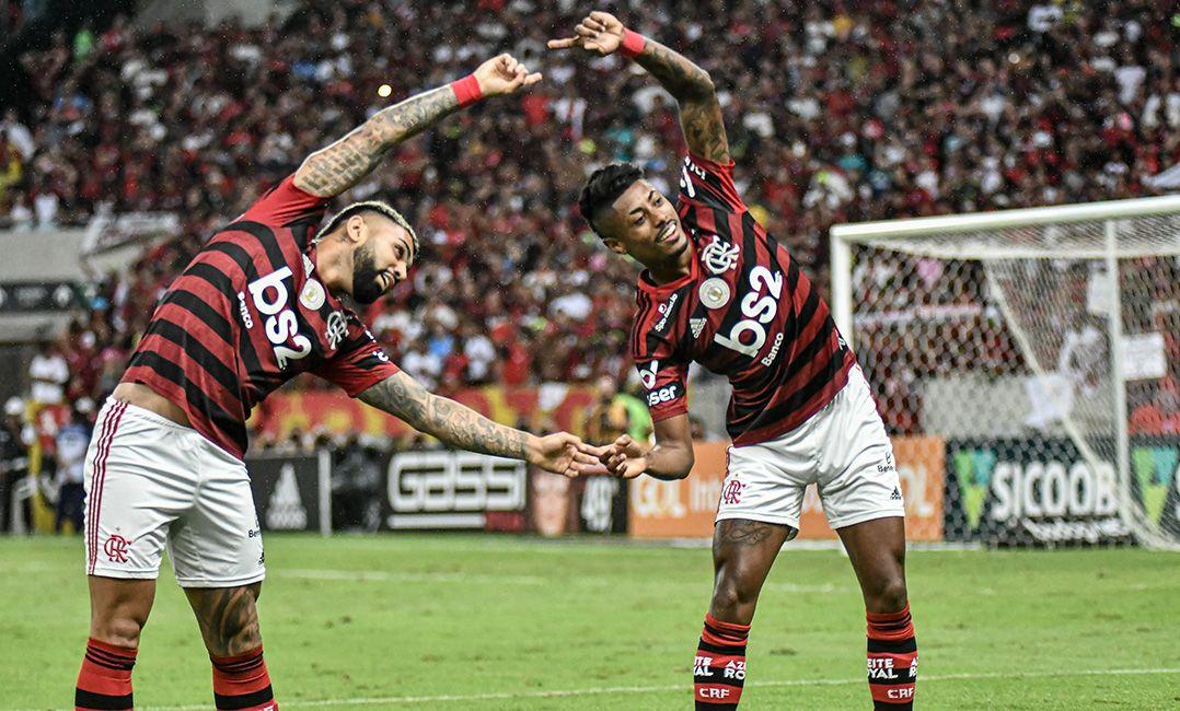 Flamengo derrota o Fluminense e consolida vantagem na ponta