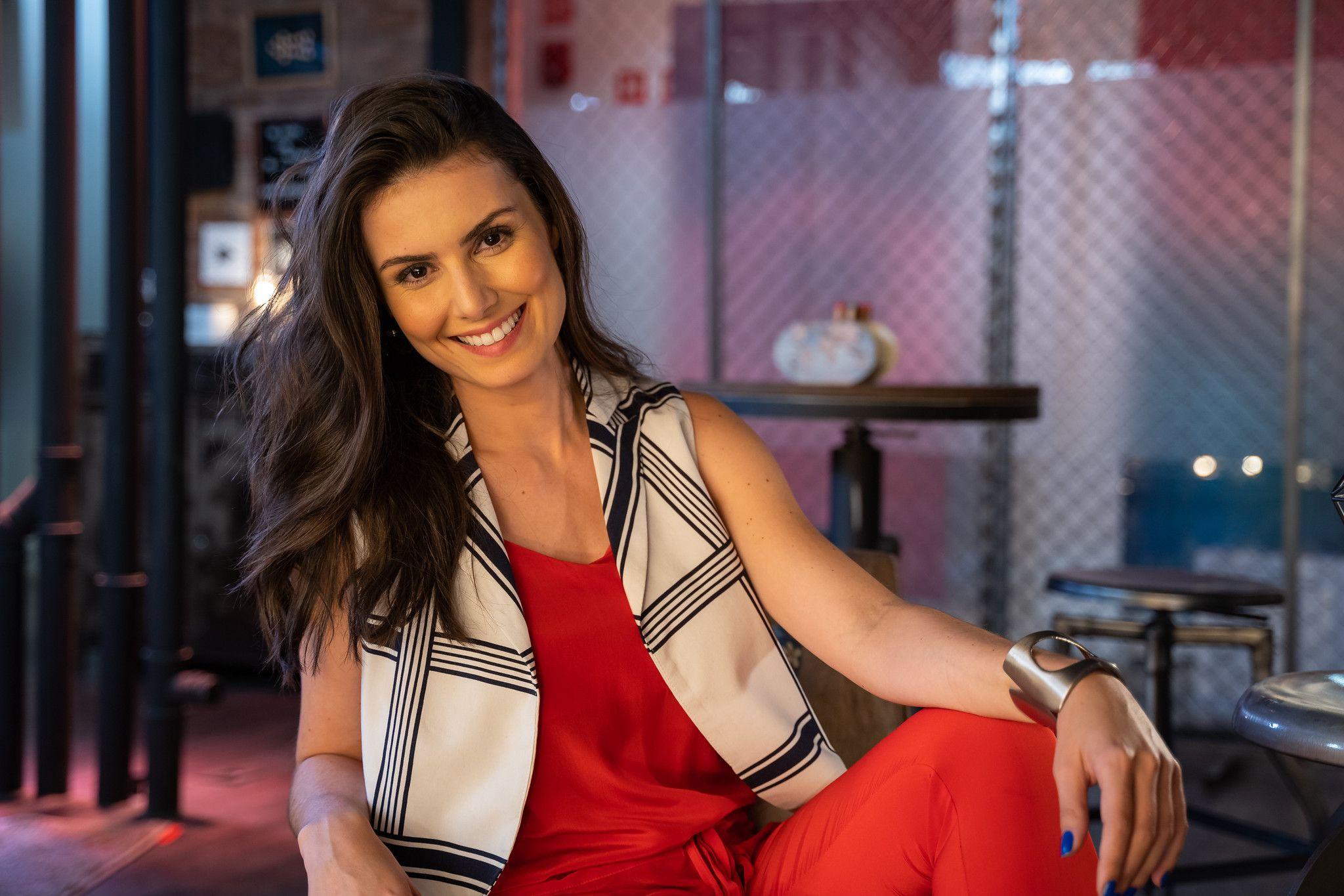 Nathalia Arcuri é a apresentadora do Me Poupe! / Divulgação