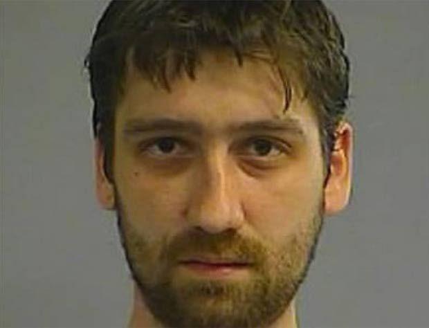 Boris Simic não gostou que seu pai se negou a fazer sexo com sua mãe