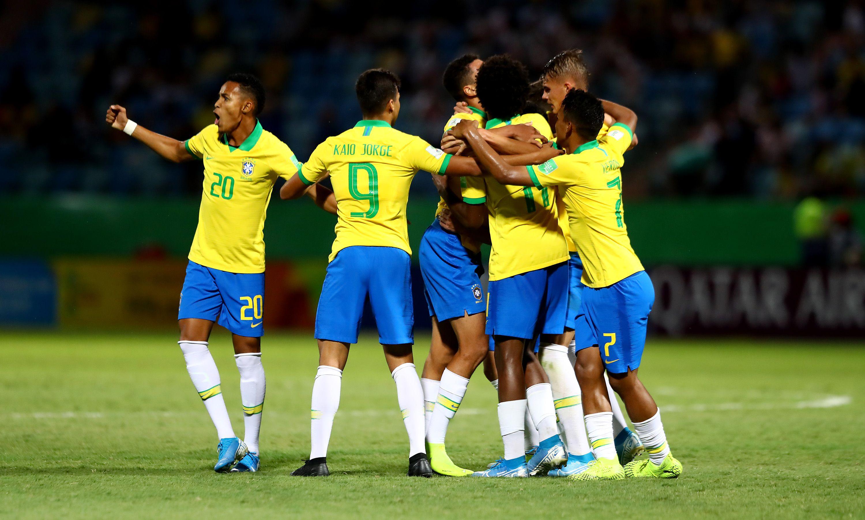 Brasil comemorando gol contra Angola / Divulgação / FIFA