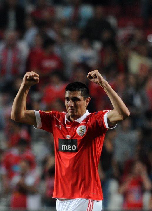 Cardozo comemora gol que deu a vitória ao Benfica