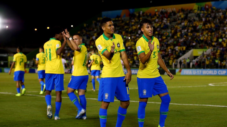 Brasil comemorando vitória contra o Chile / Divulgação / FIFA