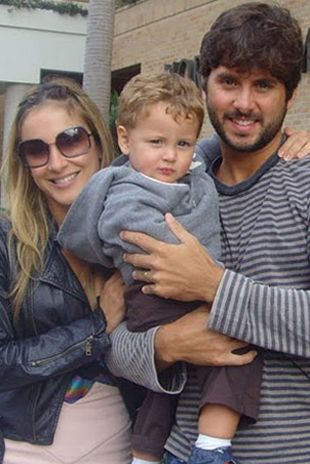 Claudia Leitte durante viagem com a família