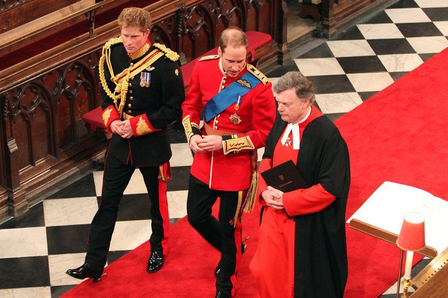 William chegou à Abadia de Westminster acompanhado do irmão Harry
