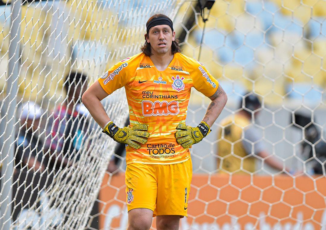 Cássio volta aos treinos do Corinthians e deve ser titular no domingo