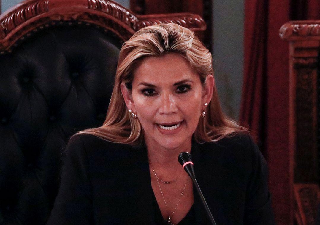 Bolívia: após anunciar candidatura, Áñez pede a renúncia de ministros