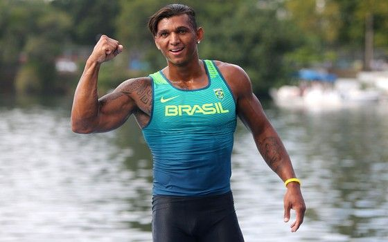 Isaquias Queiroz é medalhista em canoagem