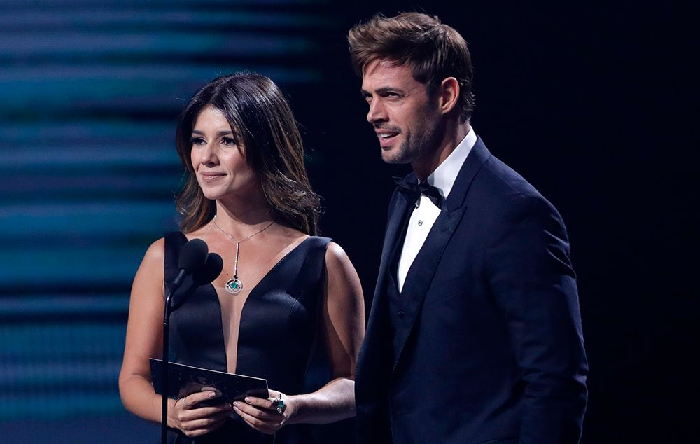 Paula Fernandes e William Levy apresentaram categoria juntos