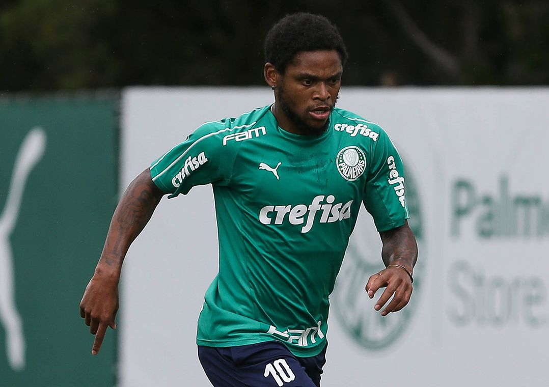 Luiz Adriano retornou às atividades nesta sexta-feira / Cesar Greco/FotoArena/Estadão Conteúdo