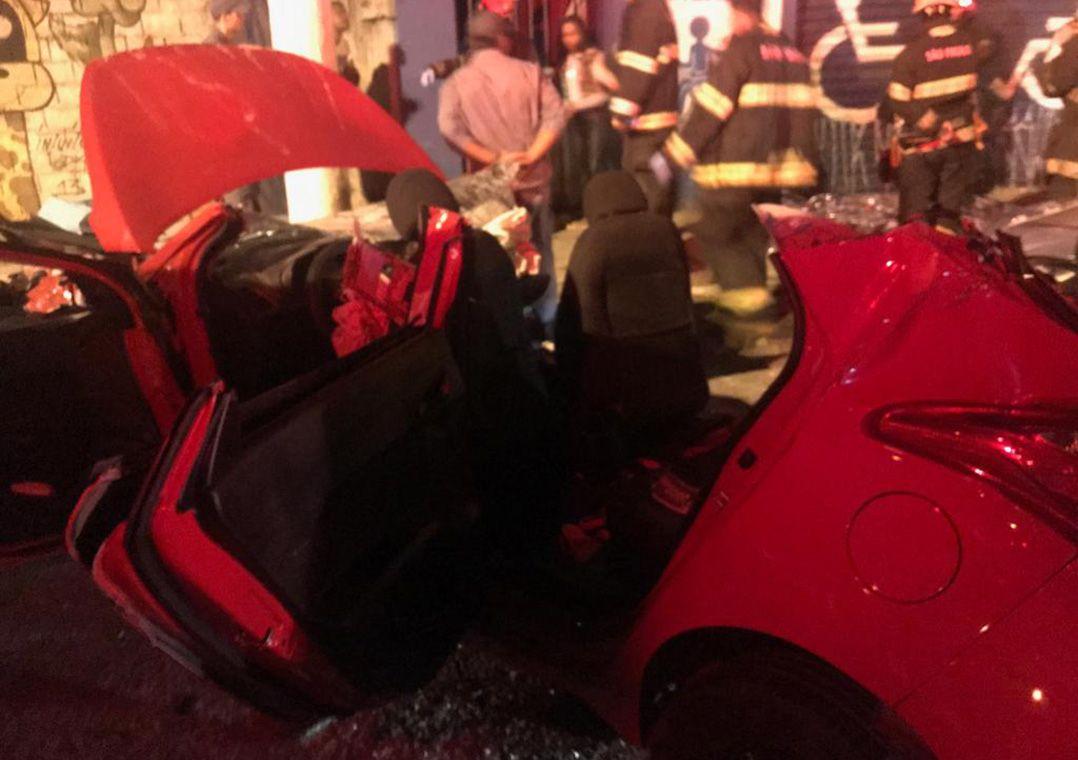Veículo ficou totalmente destruído / Rádio Bandeirantes