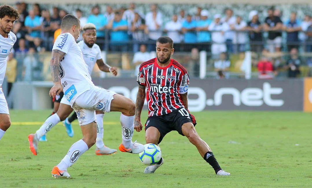Daniel Alves marcou para o Tricolor / Maurício de Souza/Diário do Litoral/Estadão Conteúdo