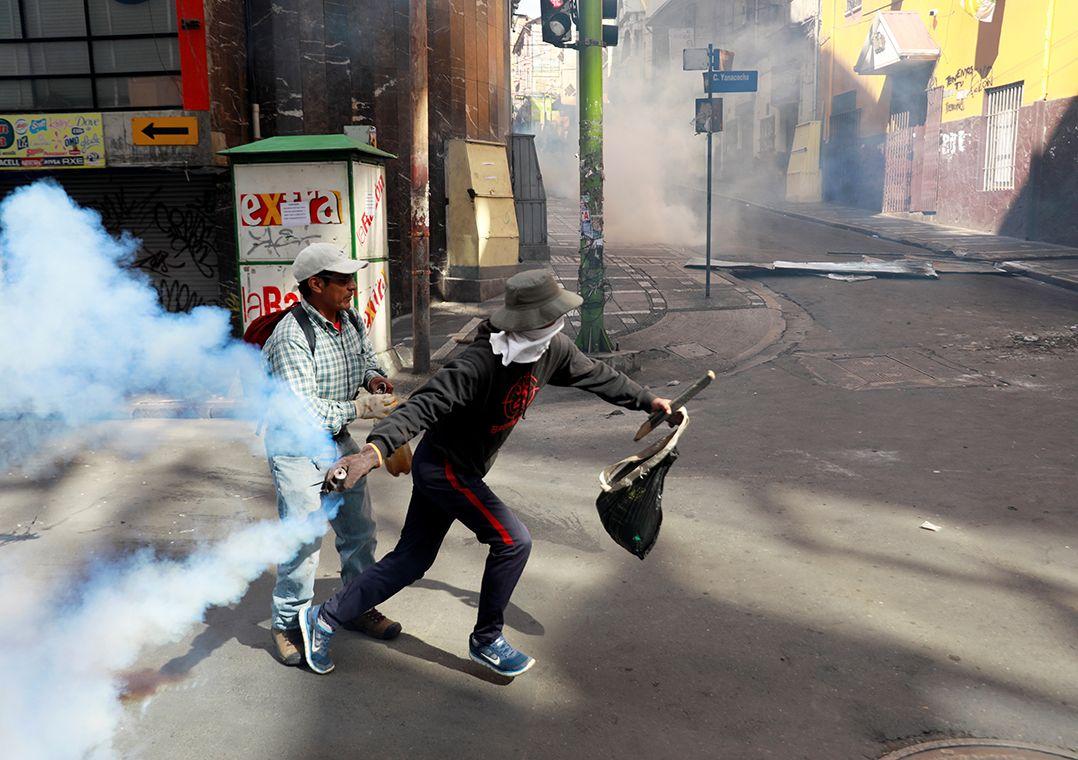 Apoiadores de Morales em conflito com forças de segurança / Henry Romero/Reuters