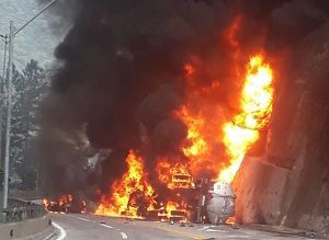 Caminhão tanque explode na Rodovia dos Tamoios
