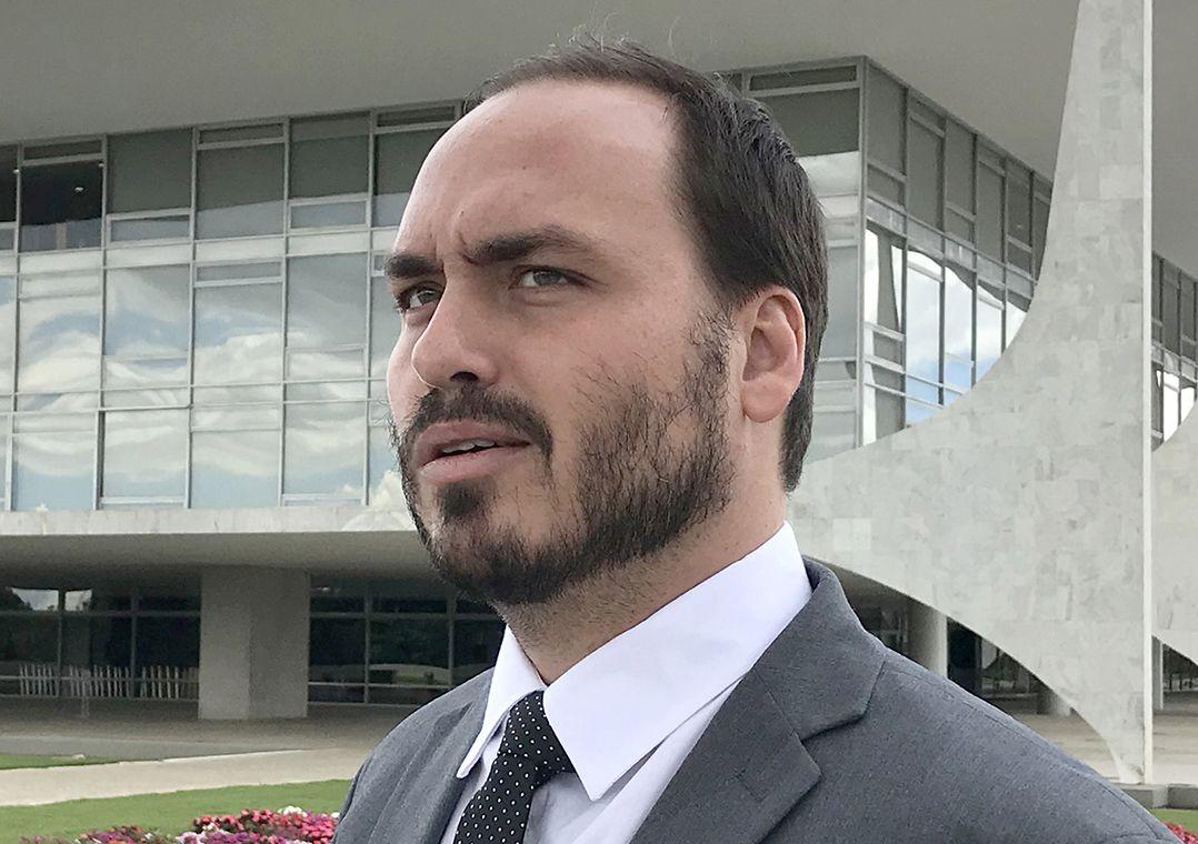 """Justiça do Rio quebra sigilo de Carlos Bolsonaro em investigação sobre """"rachadinha"""""""