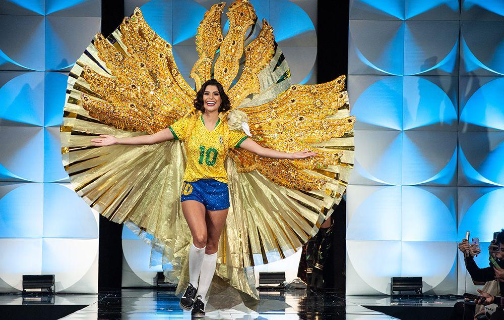 Futebol é o tema do traje típico de Júlia Horta no Miss Universo