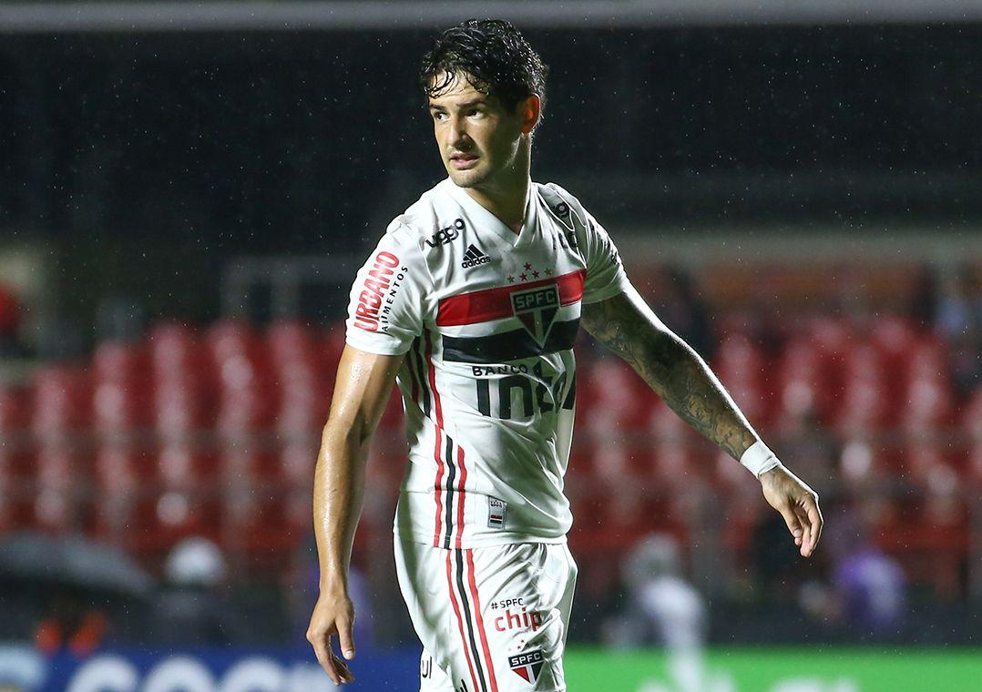 Helinho vira dúvida para próximo jogo e Pato pode ter chance