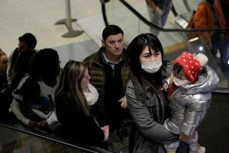 EUA dizem que há 110 casos suspeitos de infecção por novo coronavírus