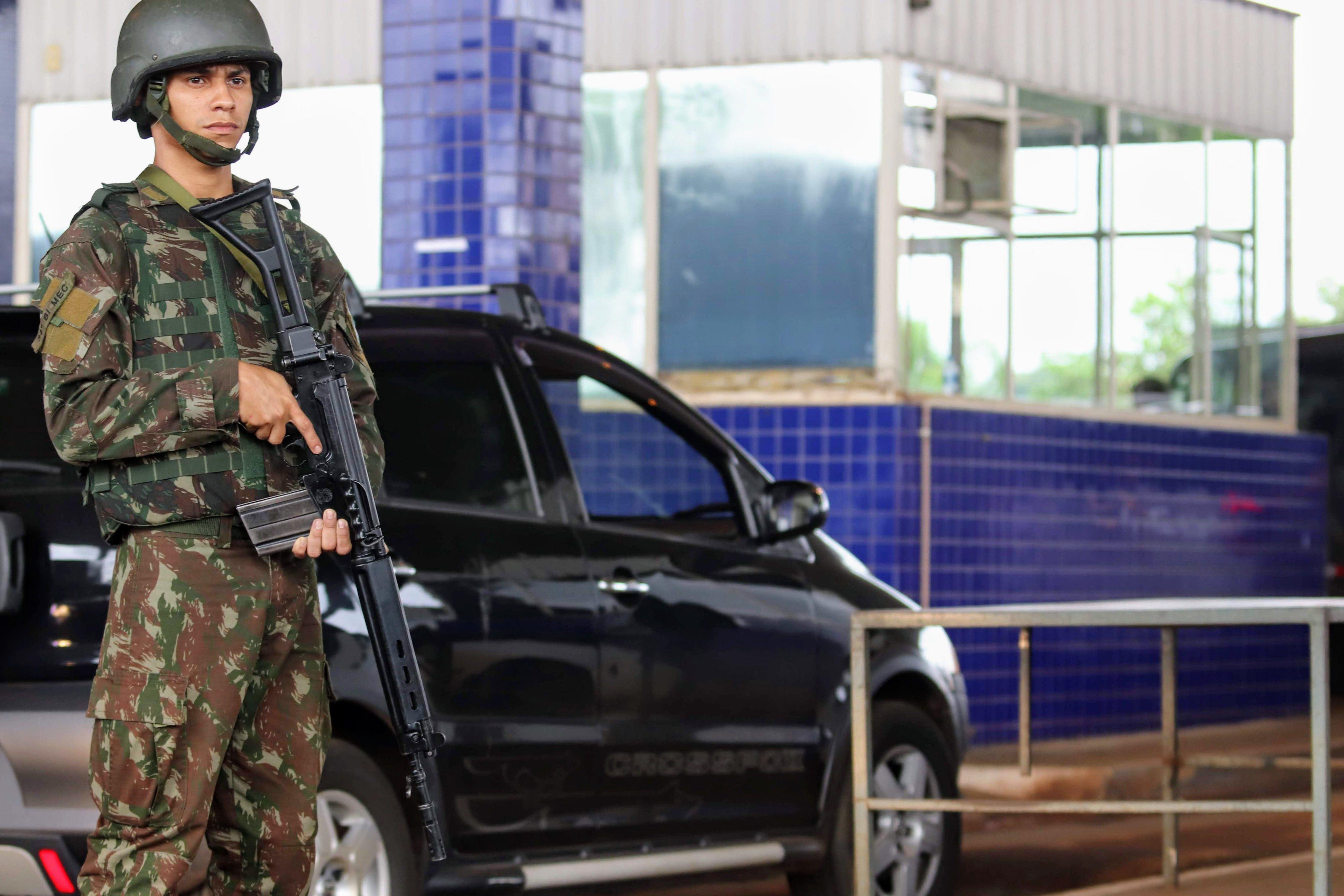 Polícia recaptura 11 dos 75 fugitivos de presídio dominado pelo PCC