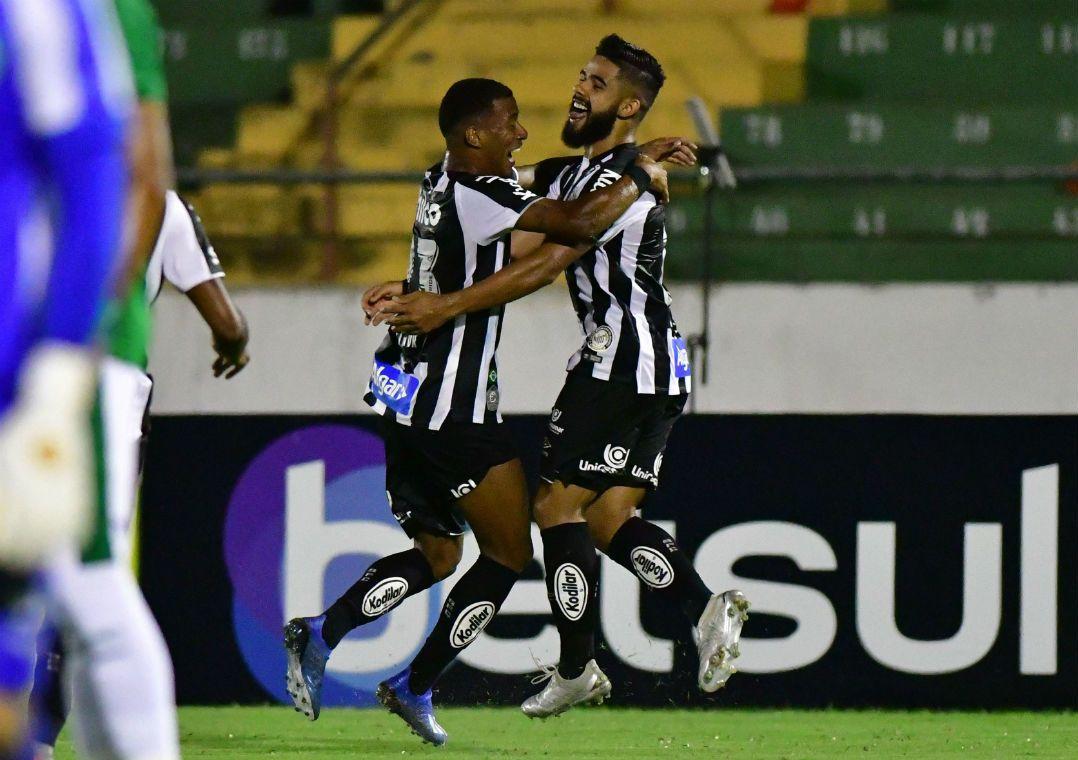 Santos sofre, mas bate Guarani e conquista 1ª vitória com Jesualdo