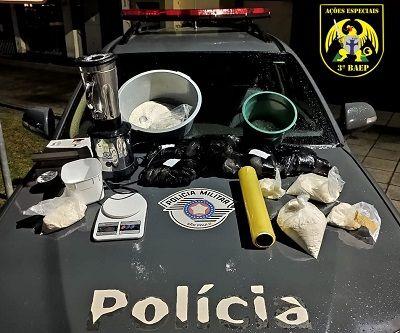 Homem é preso com mais de 10 quilos de cocaína em São José