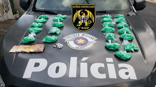 Dois homens foram presos com mais de 600 porções de cocaína em Taubaté