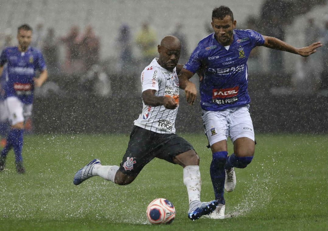 Nos acréscimos, Corinthians empata com Santo André em casa