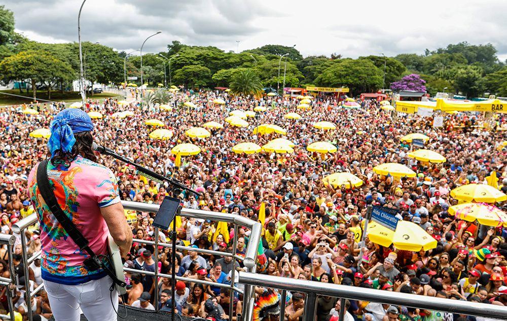 74 blocos saem às ruas de São Paulo em último dia de Carnaval