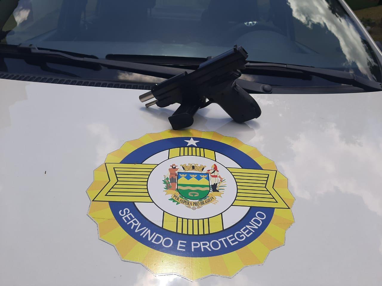 Aluno de 11 anos leva simulacro de arma para escola em Taubaté