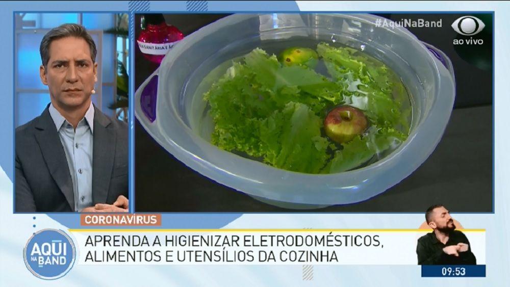 Deixe legumes, verduras e frutas de molho, por 15 minutos, em uma solução feita com 2 gotas de água sanitária e 1 litro de água